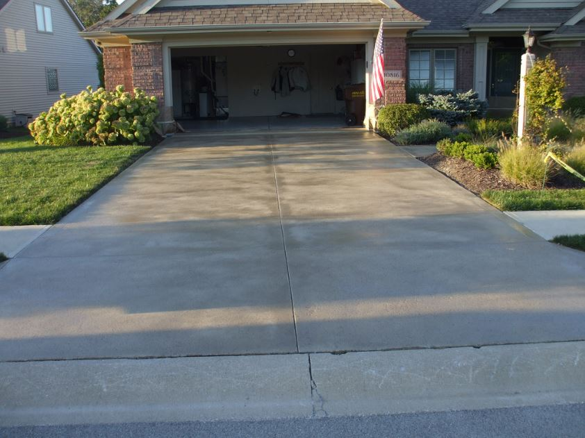 Concrete driveways contractor roseville california for Pouring concrete driveway