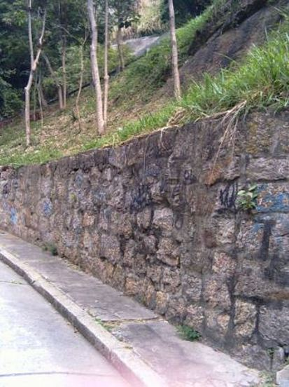 build a retaining wall roseville