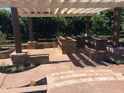 an image of a retaining wall and patio installation in Sacramento, ca